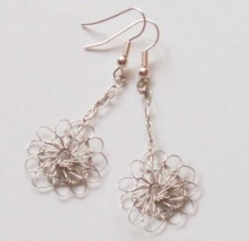 Pretty Daisy Drop Earrings