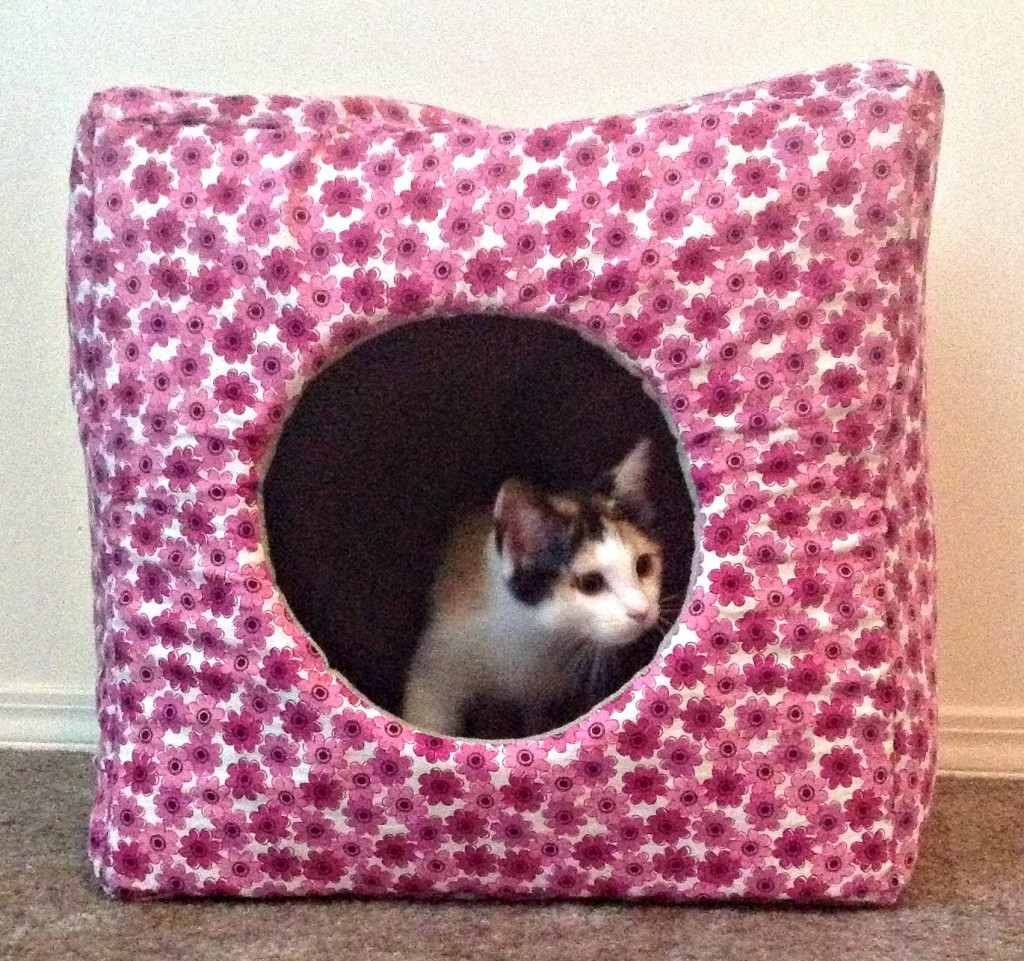 16 DIY Dog Bed Projects + DIY Cat Houses That Are The Cat\'s Meow ...
