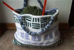 Slip Stitch Mini Tote. This image courtesy of orangefishknits.blogspot.com.