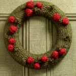 christmas-yarn-wreath-with-berries1