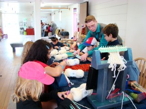Loom Knitting Demonstrations and Tutorial Teaching