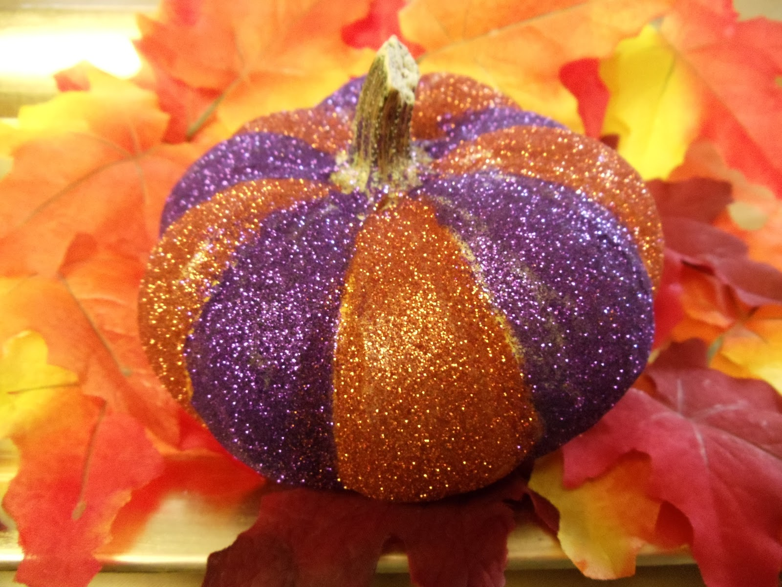 Glitter | How To Carve The Perfect Jack-O-Lantern [Infographic]