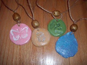 clay necklace 027 300x225 How To:  Unique Handcrafted Jewelry