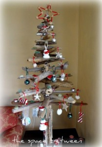 driftwoodtree 209x300 Planning Your Christmas Tree Theme with Pinterest