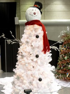 snowmantree 225x300 Planning Your Christmas Tree Theme with Pinterest