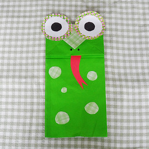 friendly-froggy-paper-bag