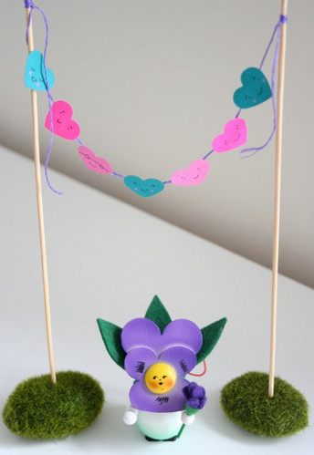 miniature bunting6 Lovable, Easy Crafts: Miniature Heart Bunting