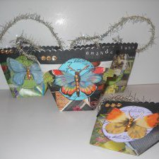 Repurposed-Magazine-Gift-Bags-1