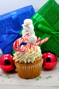 skiing1 More Delicious DIY: Skiing PEEPS® Snowman Cupcake Toppers