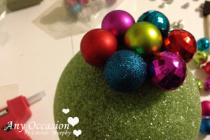 santa3 How To Make a Shiny Santa Topiary