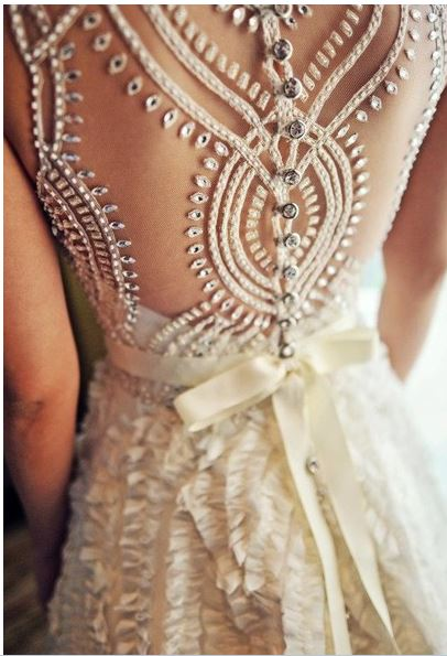 dress Wedding Trends: Opposites Attract