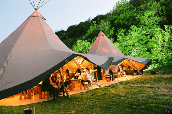 teepee1 Wedding Trends: Opposites Attract