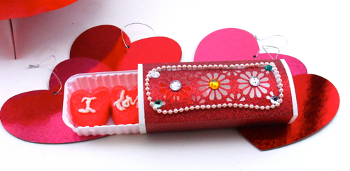 candy box1 Give a Homemade Valentines Day Gift Box & Spread Some Love