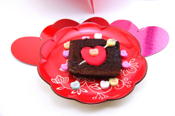 treats Satisfy Your Sweet Tooth & Make This Edible Valentines Day Craft