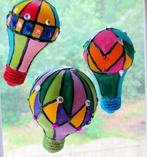 sunny day hot air balloons 2 DIY Home Decor: 19 Homemade Suncatchers to Make
