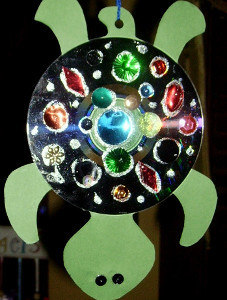 funky cd turtle  10 Thrifty Recycled Crafts for Summer Fun