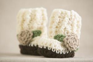 crochet-little-rose-booties