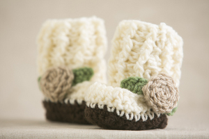 crochet-little-rose-booties