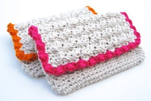 Summer Crochet Clutch. This image courtesy of tangledhappy.com/.