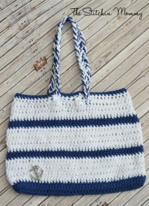 Crochet Nautical Tote. This image courtesy of thestitchinmommy.com.