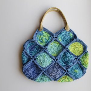 Sea Glass Crochet Bag. This image courtesy of chocolatemintsinajar.com.