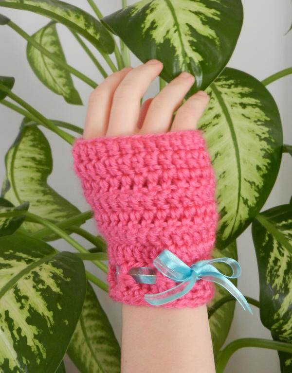 Easy Peasy Crochet Fingerless Gloves pattern by Shawn Mosch of Crafty Chic's Blog